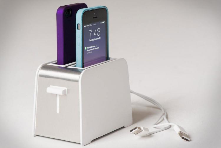 Foaster A Toaster Shaped IPhone Charger