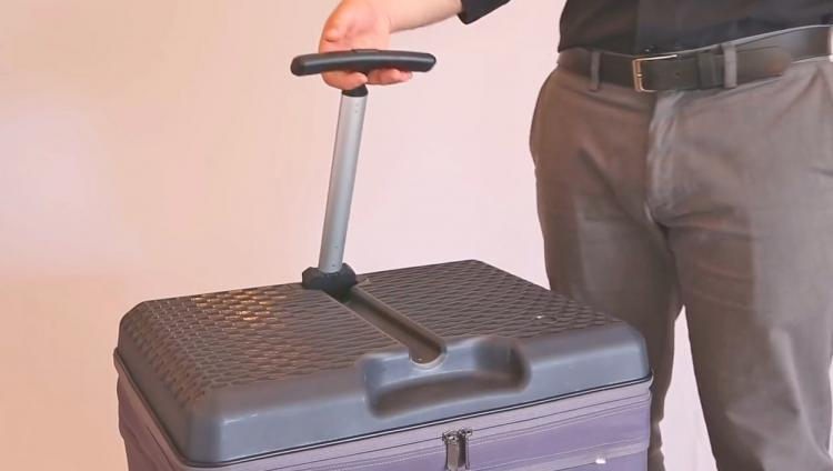 FUGU Expandable Luggage Doubles as a Work Desk When Opened