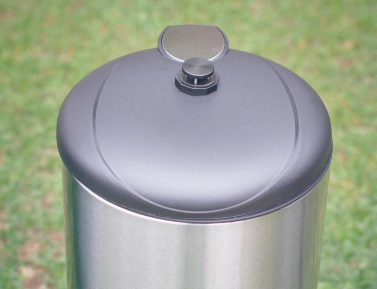 Garbage Can Fly Trap - Fly killer fly paper trap attaches to any garbage bin lid - Best fly trap