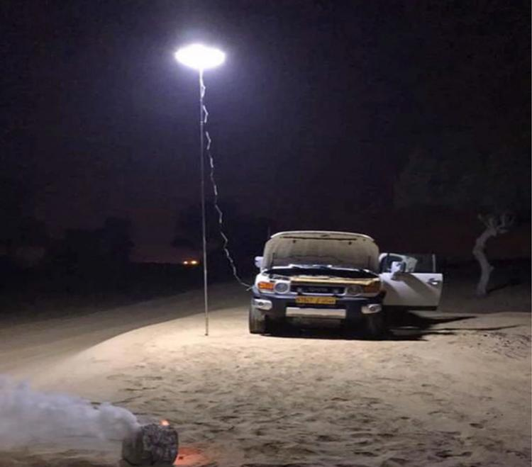 Giant Telescoping Outdoor Lamp Attaches To Car Battery - Super tall travel light pole