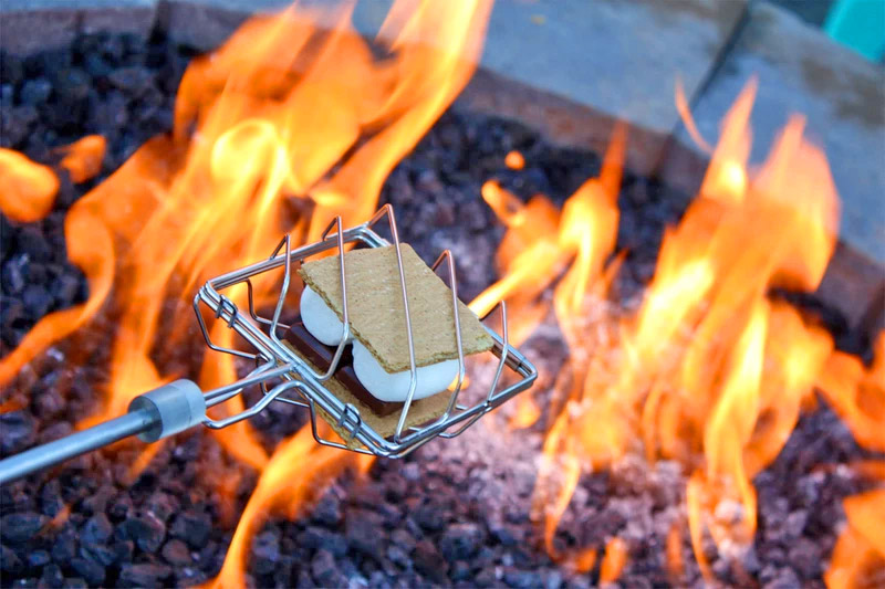 Grubstick all-in-one s'mores cooker stick - Best gift idea for s'mores lovers