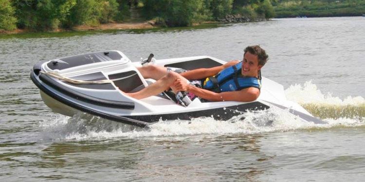 Gliss Speed - Water Go-Kart - Electric Water-based Go-Kart