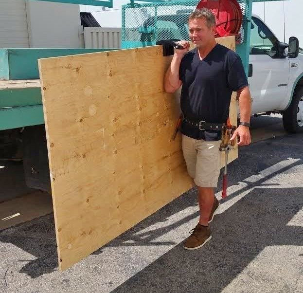 Gorilla Gripper - Clamp lets you easily haul around heavy slabs of wood or drywall by yourself - how to Carry heavy panels with 1 person