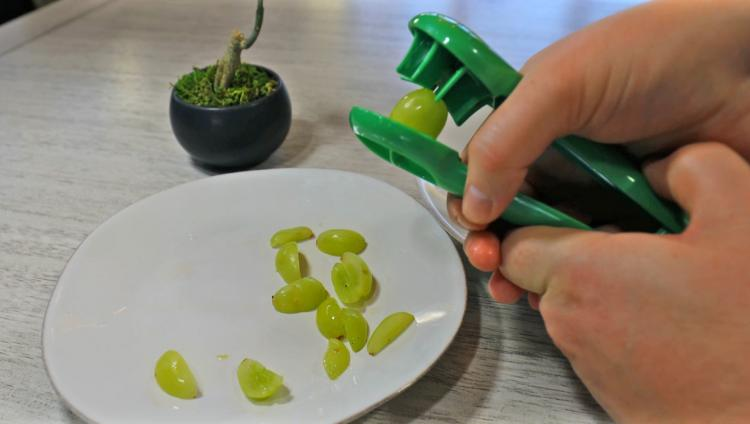 Grape Slicer Tool Cuts Grapes Into 4 Even Slices