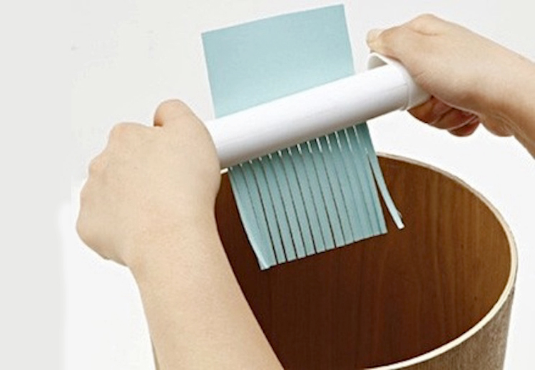 Hand powered paper shredder