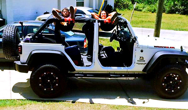 Gifts For Jeep Lovers >> The Jammock Is a Hammock For The Top of Your Jeep
