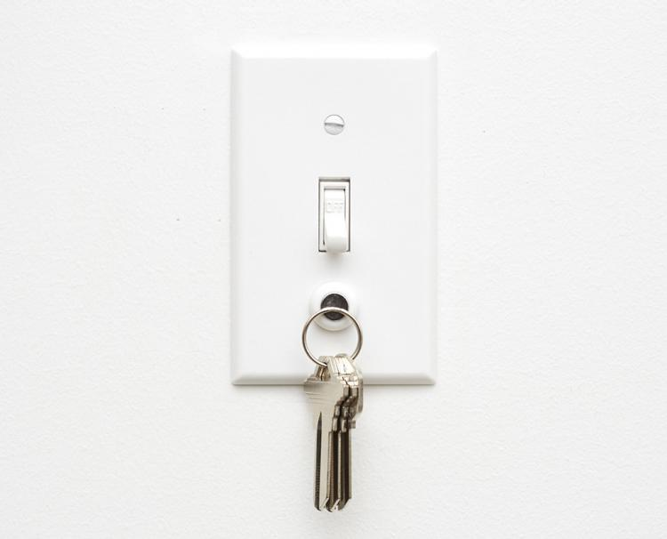 KeyCatch - Magnetic Light Switch Key Holder Screw