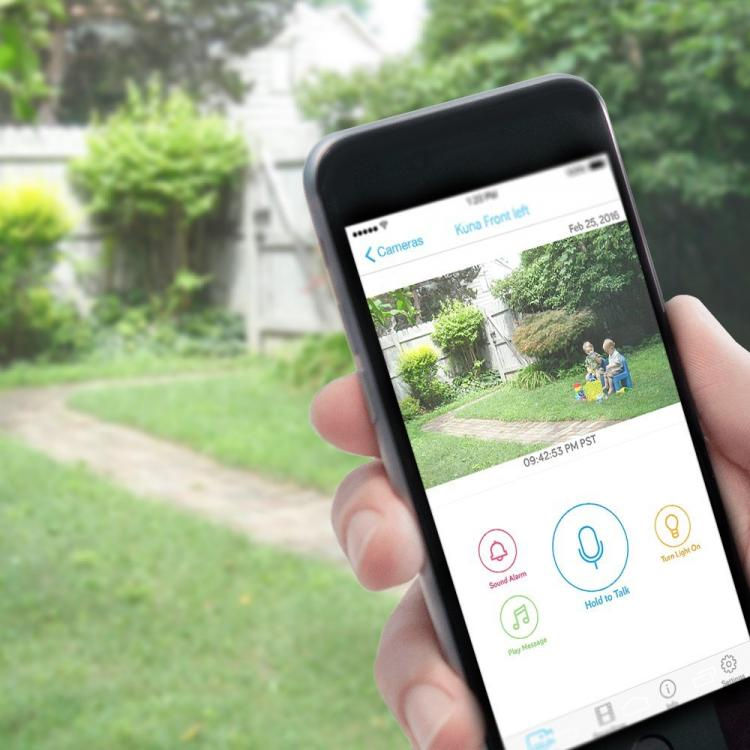 Kuna Smart Light - Outdoor Light With integrated security camera and alarm