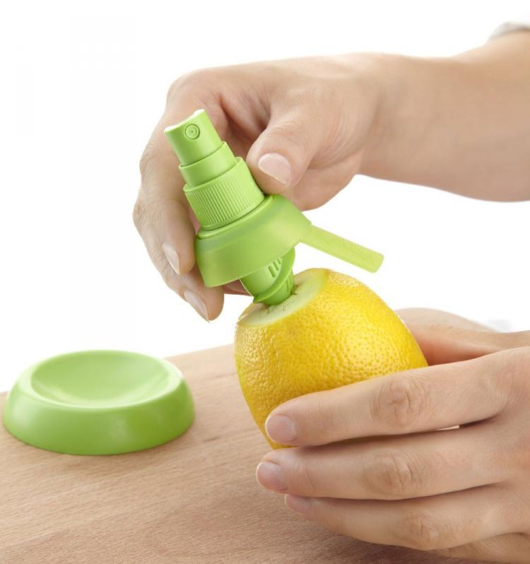 Lemon Sprayer - Lekue Citrus Sprayer - Screws into top of lemon/lime/fruit