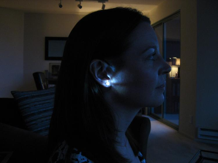 Light-Up LED Earrings - Night-ice illuminated earrings