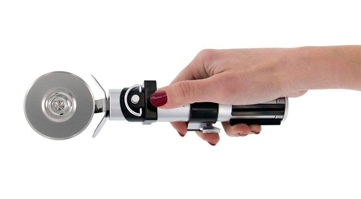 Star Wars Lightsaber Pizza Cutter - Darth Vader Geeky pizza cutter