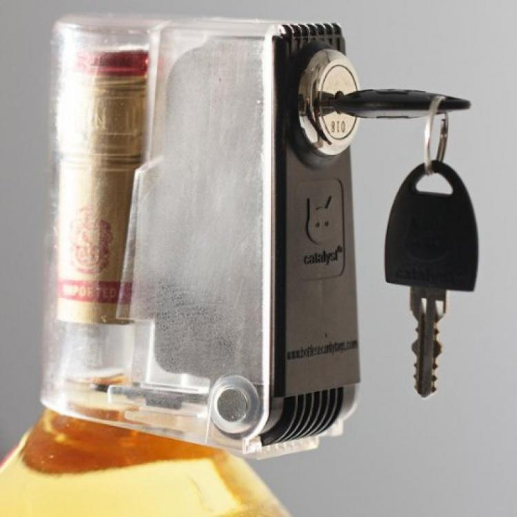 Tantalus Liquor Bottle Lock - Booze bottle key lock - Keeps Your Booze Out Of The Wrong Hands