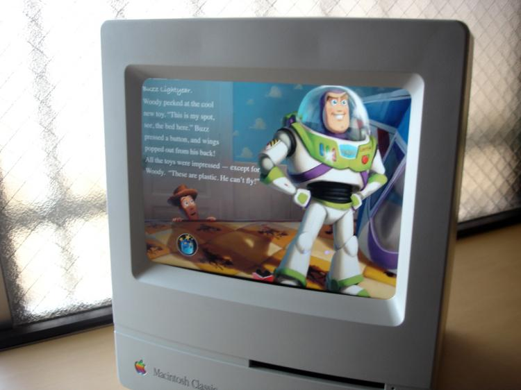 DIY Vintage Macintosh iPad Stand