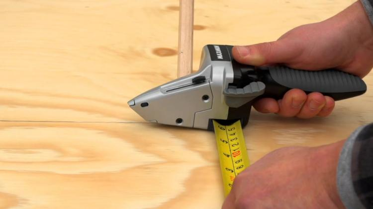 Maximum Drywall Axe - Combo measuring tape and retractable blade drywall cutter