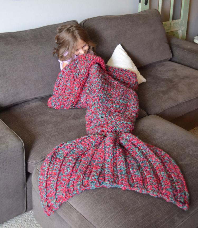 Free Knitting Pattern For Child s Mermaid Blanket : Mermaid Tail Blanket