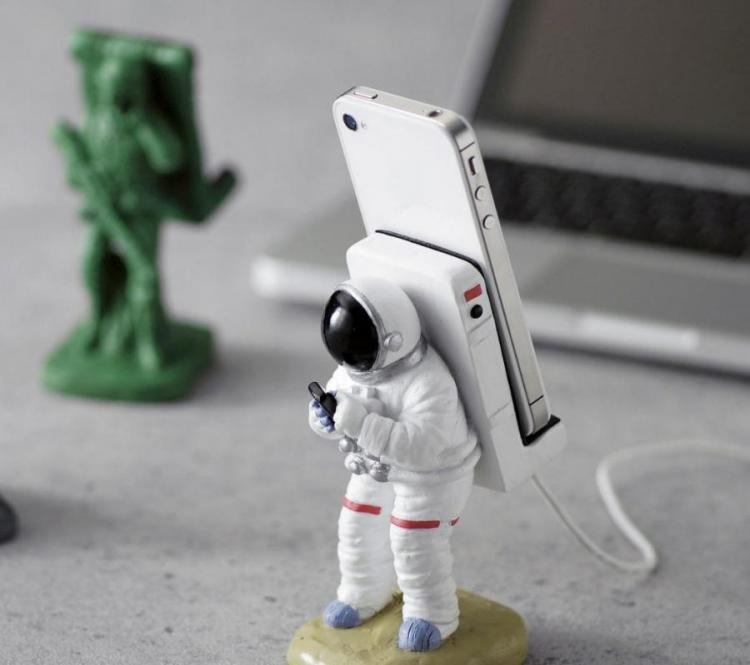 Astronaut Phone Holder And Charger