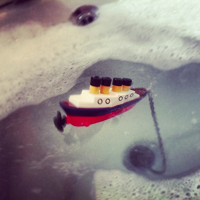 Sinking Titanic ship bathtub drain stopper
