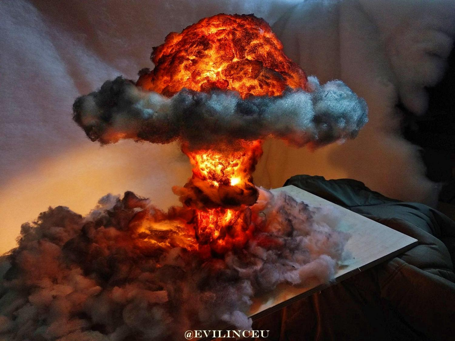 Nuclear Explosion Bomb Lamp - Mushroom cloud night-light diorama lamp