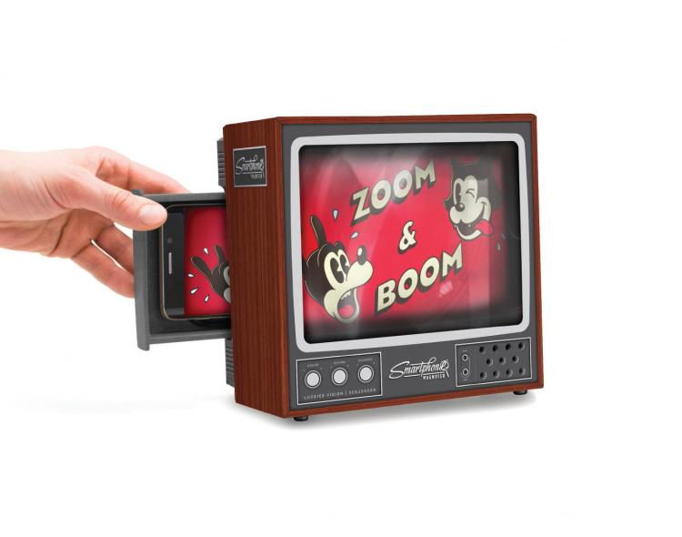 Retro Smart Phone Magnifier Turns Phone into a retro television