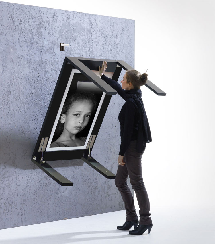 Picture Frame That Turns Into a Table