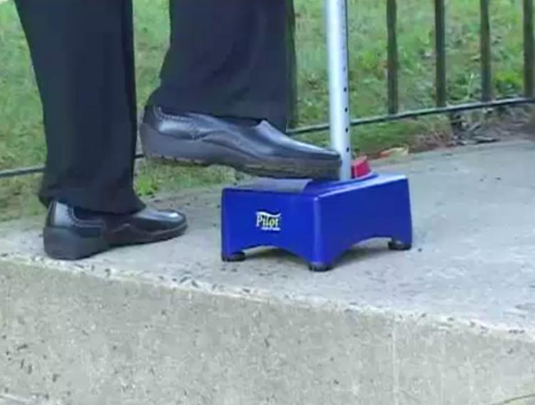 Pilot Step-Up Cane - Walking can with half-step - Stairs assistance cane