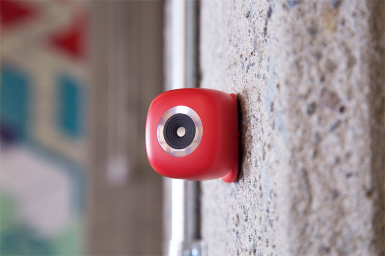 Podo: A Camera That Sticks To The Wall, Replaces Selfie Sticks