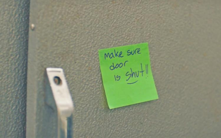 Extreme Post-it Notes Stick Reminders Anywhere - Waterproof and durable post-its - Best post-it notes