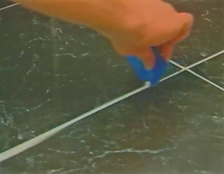 Pro Caulk Caulking Kit Lets You Easily Seal Any Corner