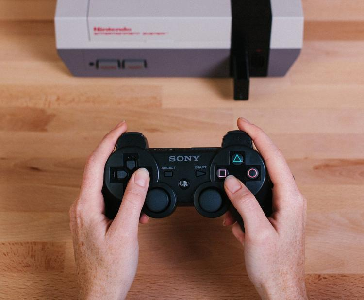 Retro Receiver lets you play NES Nintendo video games using wireless controller