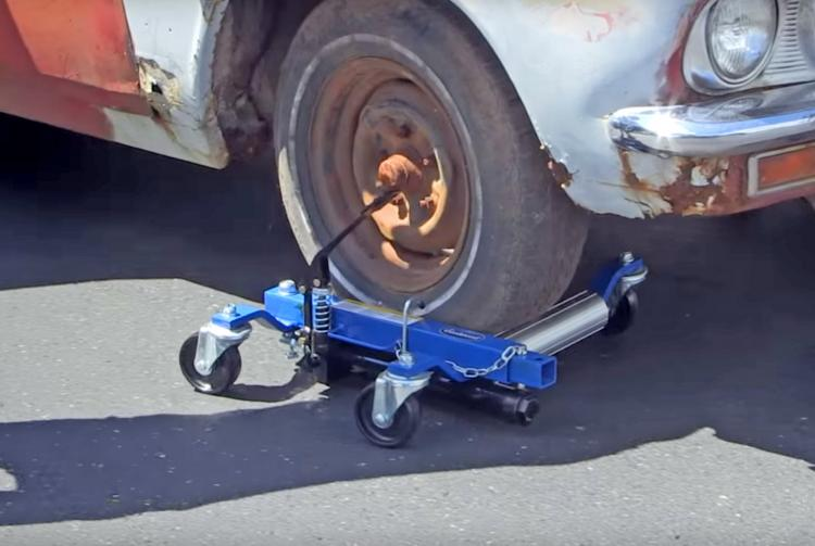 Hydraulic Car Dolly Lets You Move Your Car Around When