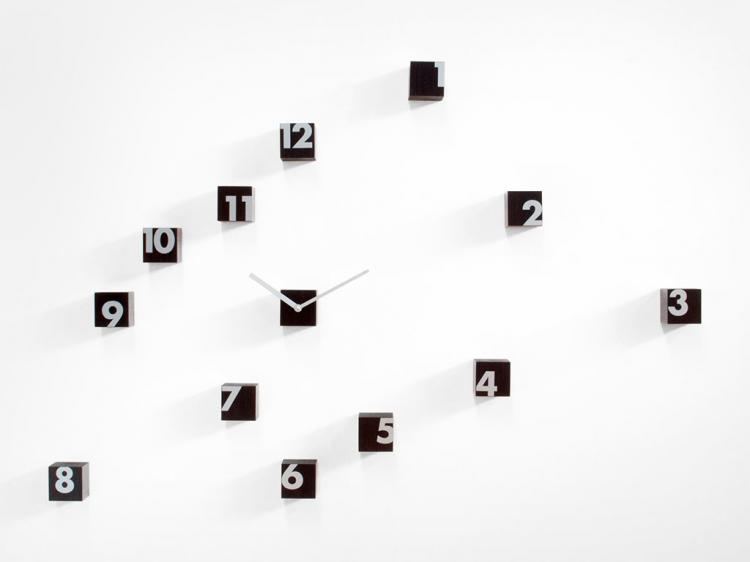 Rnd Time A Scattered Numbers Wall Clock