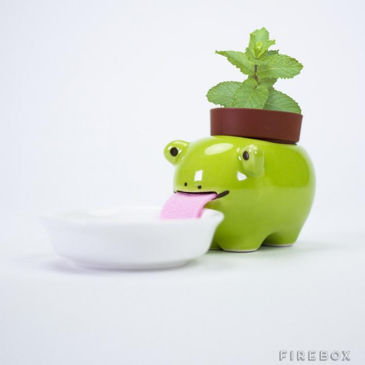 Drinking Animal Planters - Slurp up water through their tongues