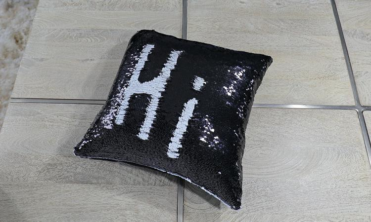 Sequin Pillows Let You Draw Anything On Them - Drawable pillows