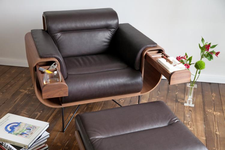 El Purista Classy Leather Smoking With Slide-Out Arm Rest Drawers