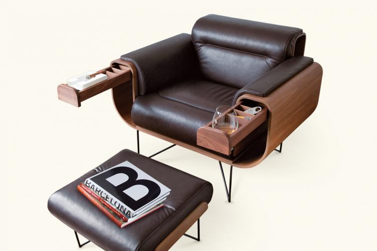 El Purista Leather Smoking Arm Chair With Slide Out