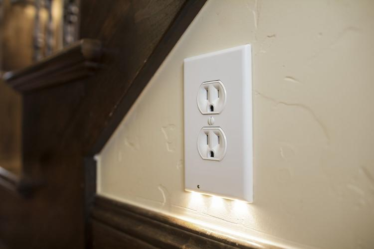 Snap Power Guidelight - Wall Outlet Nightlight - Outlet Plate Guidelights