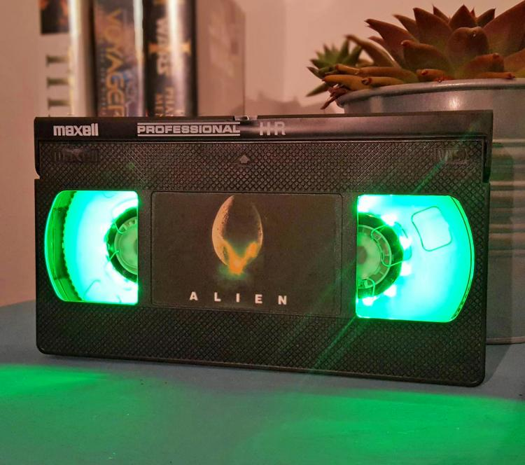 Alien VHS Night-Light - Retro VHS lamp