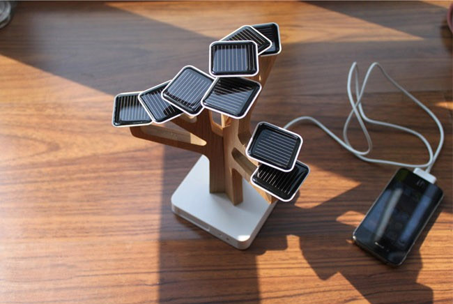 SunTree Solar Powered Phone Charger - Solar panel leaves solar sun tree