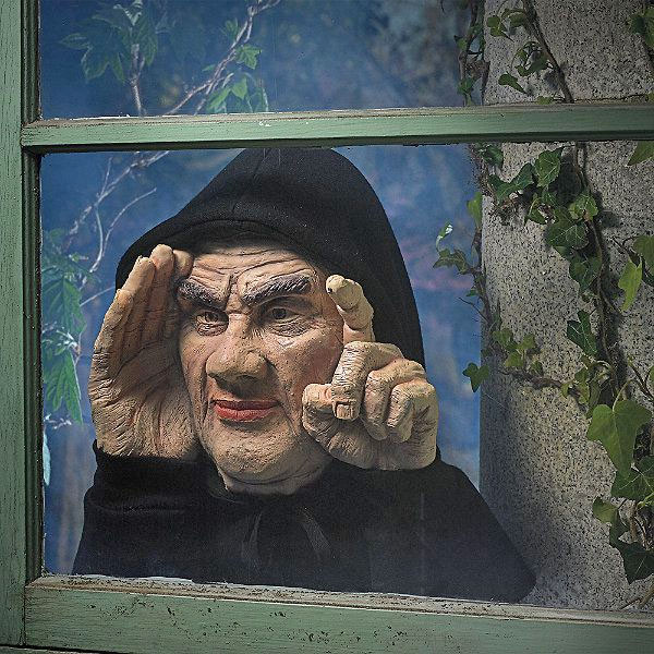 Scary Peeper - Peeping Tom Taps On Your Window