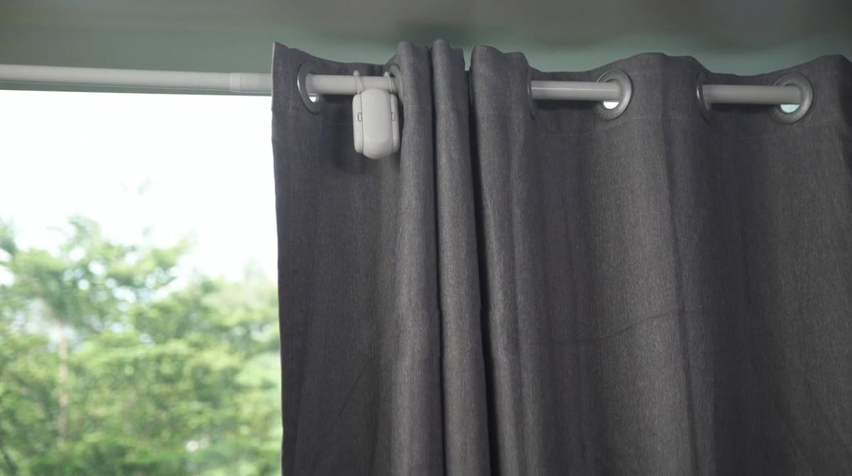 Switchbot Curtain - Automatic curtain robot auto opens and closes your curtains