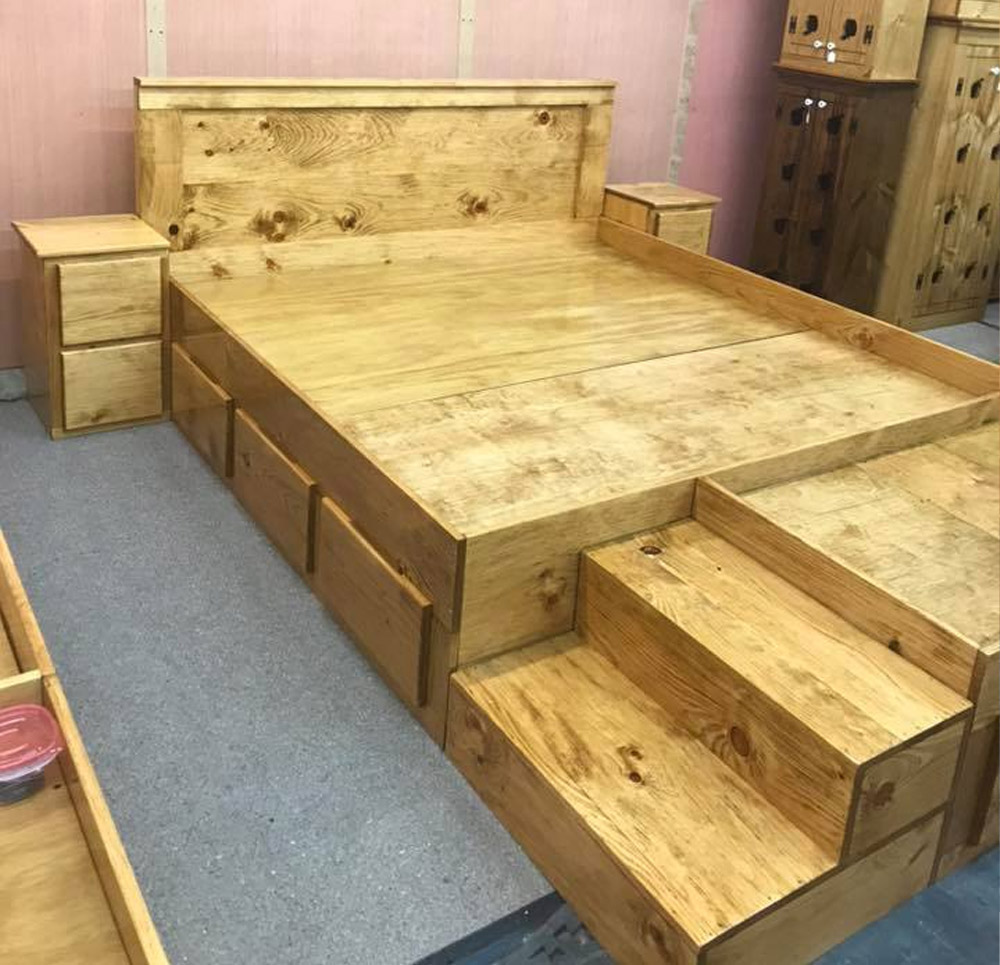 King Bed Has Built In Stairs Along With Extra Space At The End Of It For Your Dogs - Wooden king bed with space for dogs