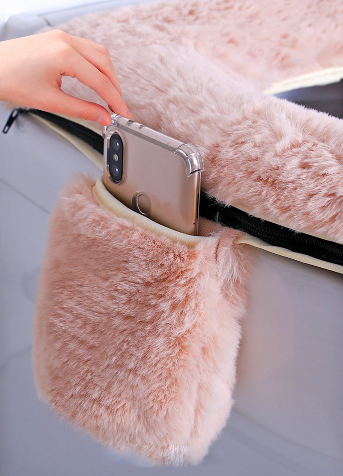 Fluffy Toilet Seat Cover With Phone Pocket Holder and Fluffy Handle