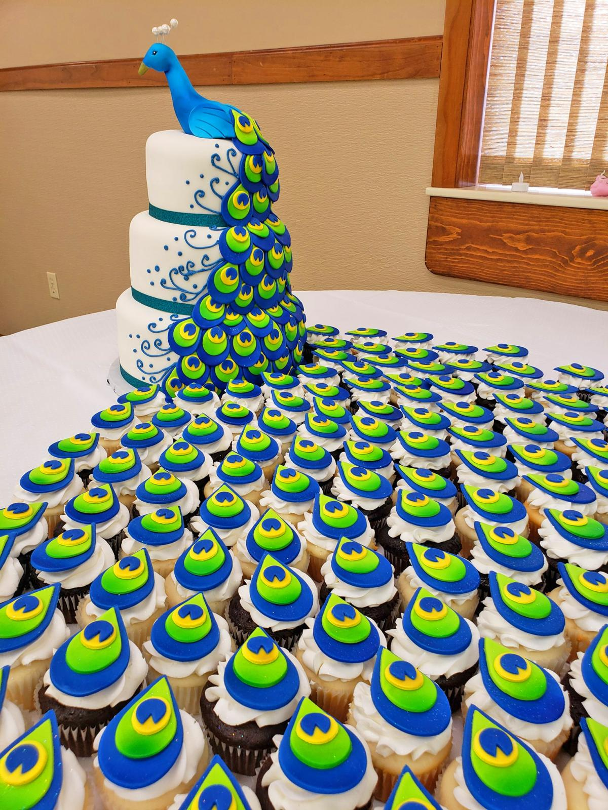Surprising This Incredible Peacock Wedding Cake Uses Cupcakes For The Tail Personalised Birthday Cards Veneteletsinfo