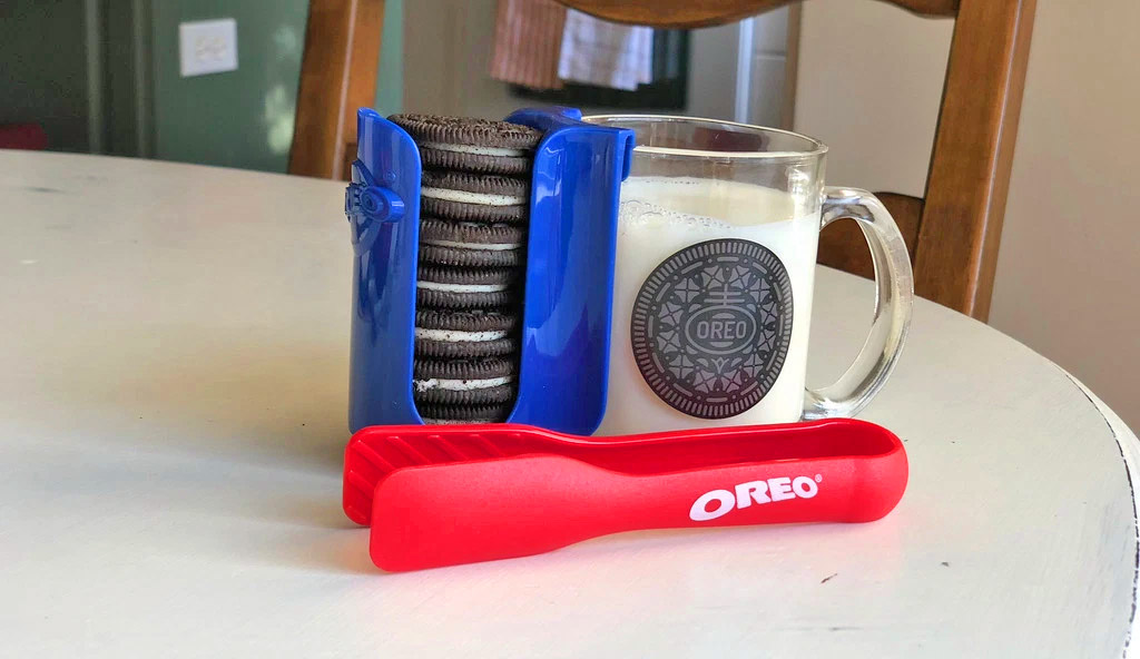 This Oreo Dunking Set Will Make Your Cookie Dreams Come True