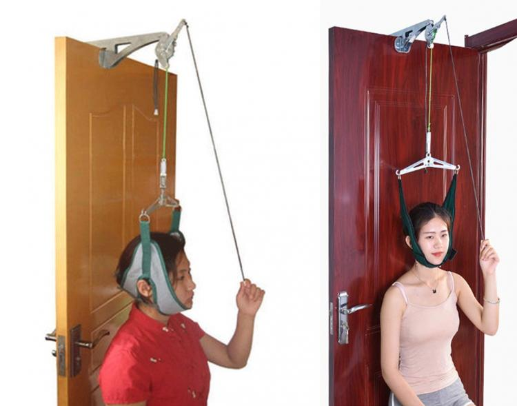 Over-The-Door Mechanism Lets You Stretch Your Neck For Pain Relief - Self neck stretching door gadget