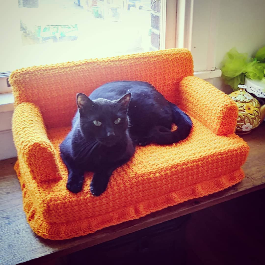 Tiny Crochet Cat Couches - Mini Crochet Cat Sofa For Your Kitty