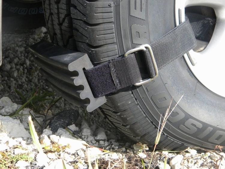 Trac-Grabber Attaches To Your Car's Tire - Gets Traction