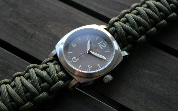Traveler Paracord Emergency Watch