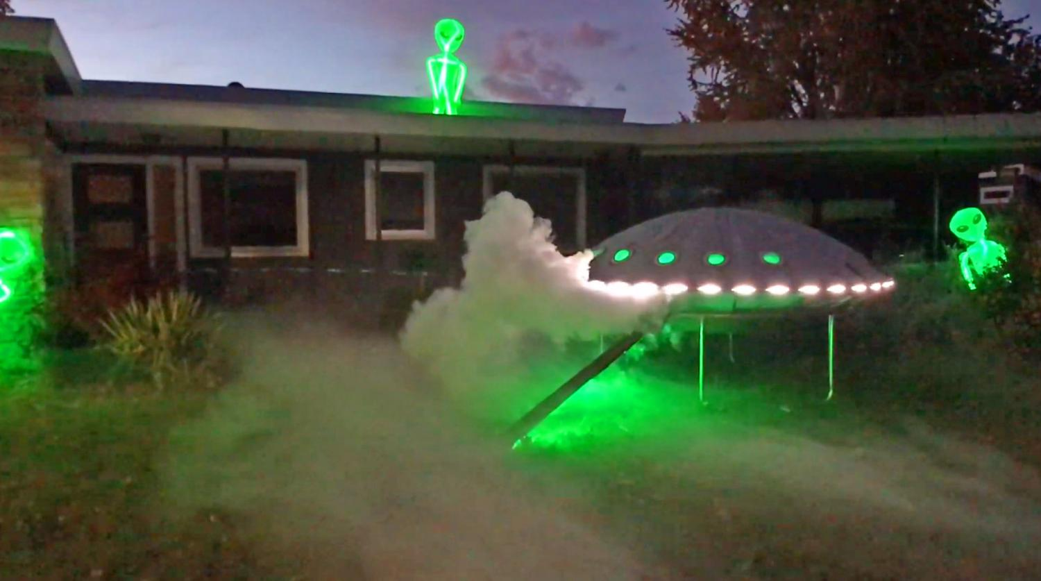 UFO Chicken Coop - Aliens Flying Saucer Chicken Coop DIY project