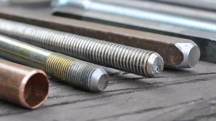 Uniburr: Deburring Tool That Repairs Damaged Bolts - Rusted bolt fixing drill bit attachment